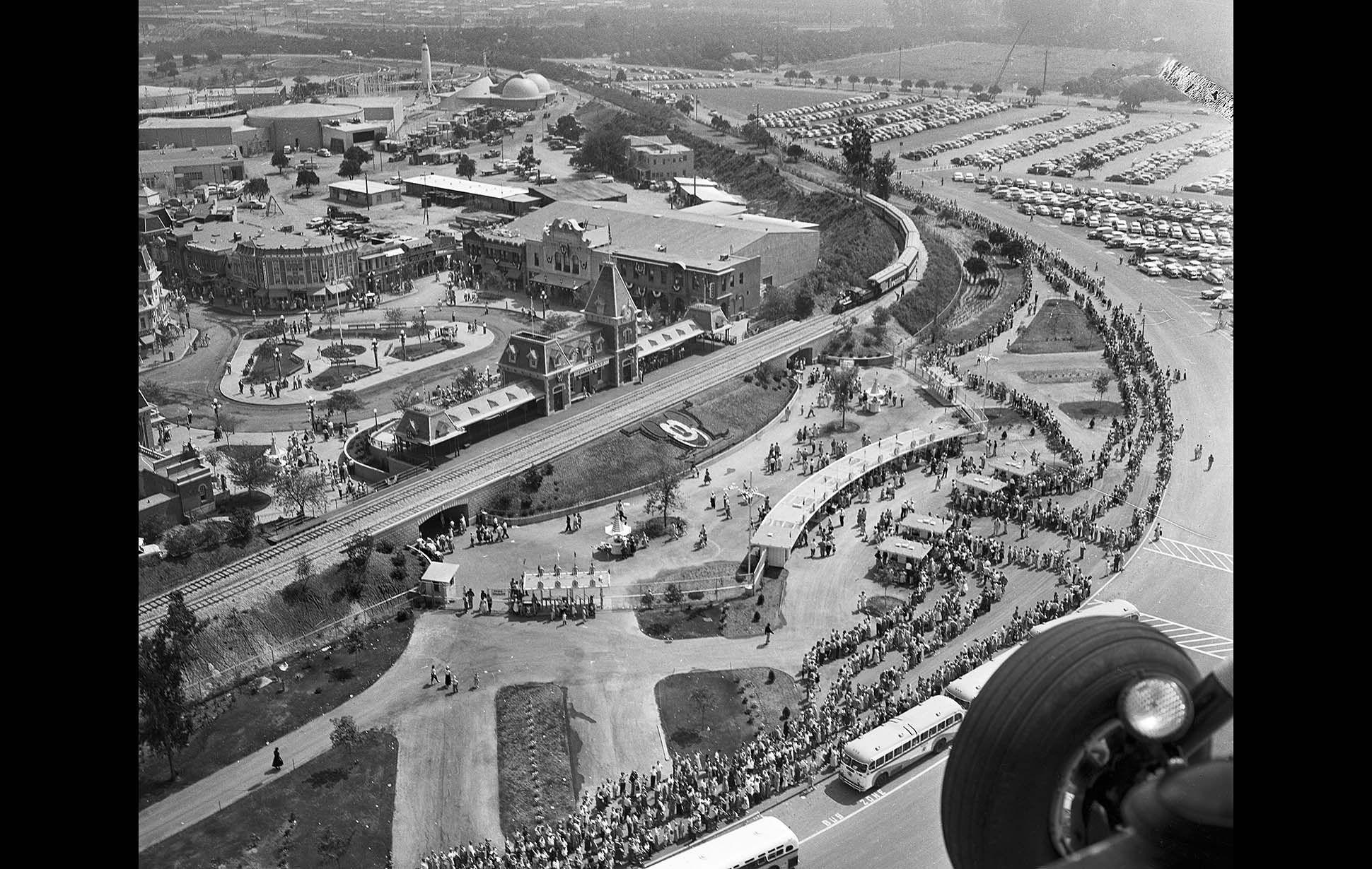 Disneyland S 1955 Opening Disney Rides Disneyland Opening Day Vintage Disneyland