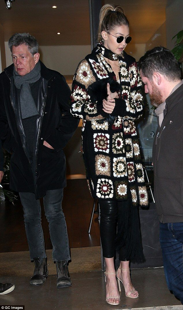 Gigi Hadid Joins David Foster And Carla Bruni At Paris Studio Tig Isi Ceket Carla Bruni Hirkalar