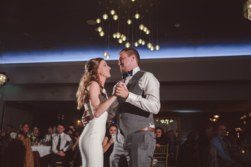 A Complete Guide To Using Off Camera Flash For Wedding Photography Photography Discover In 2020 Camera Flashes Off Camera Flash Photography