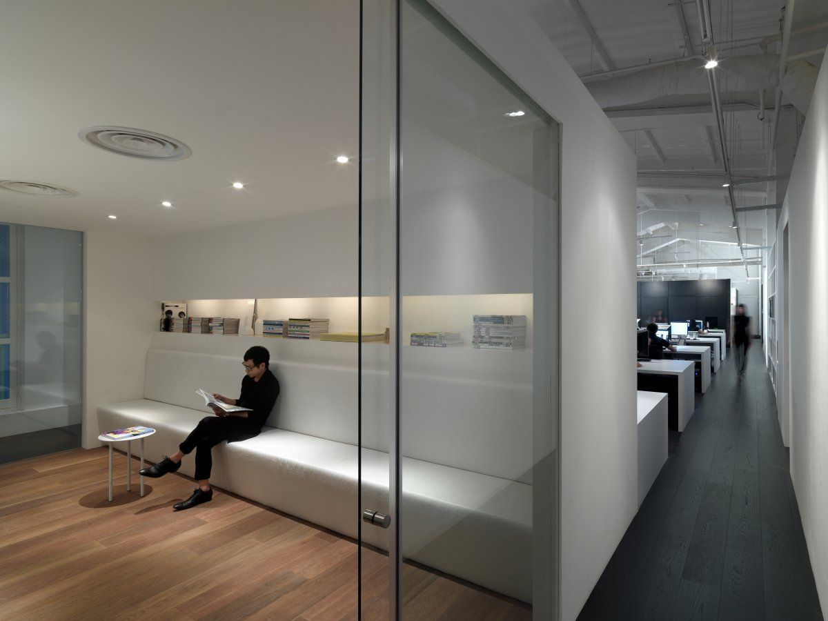 Office door design ideas modern office interior design for Office space interior design ideas