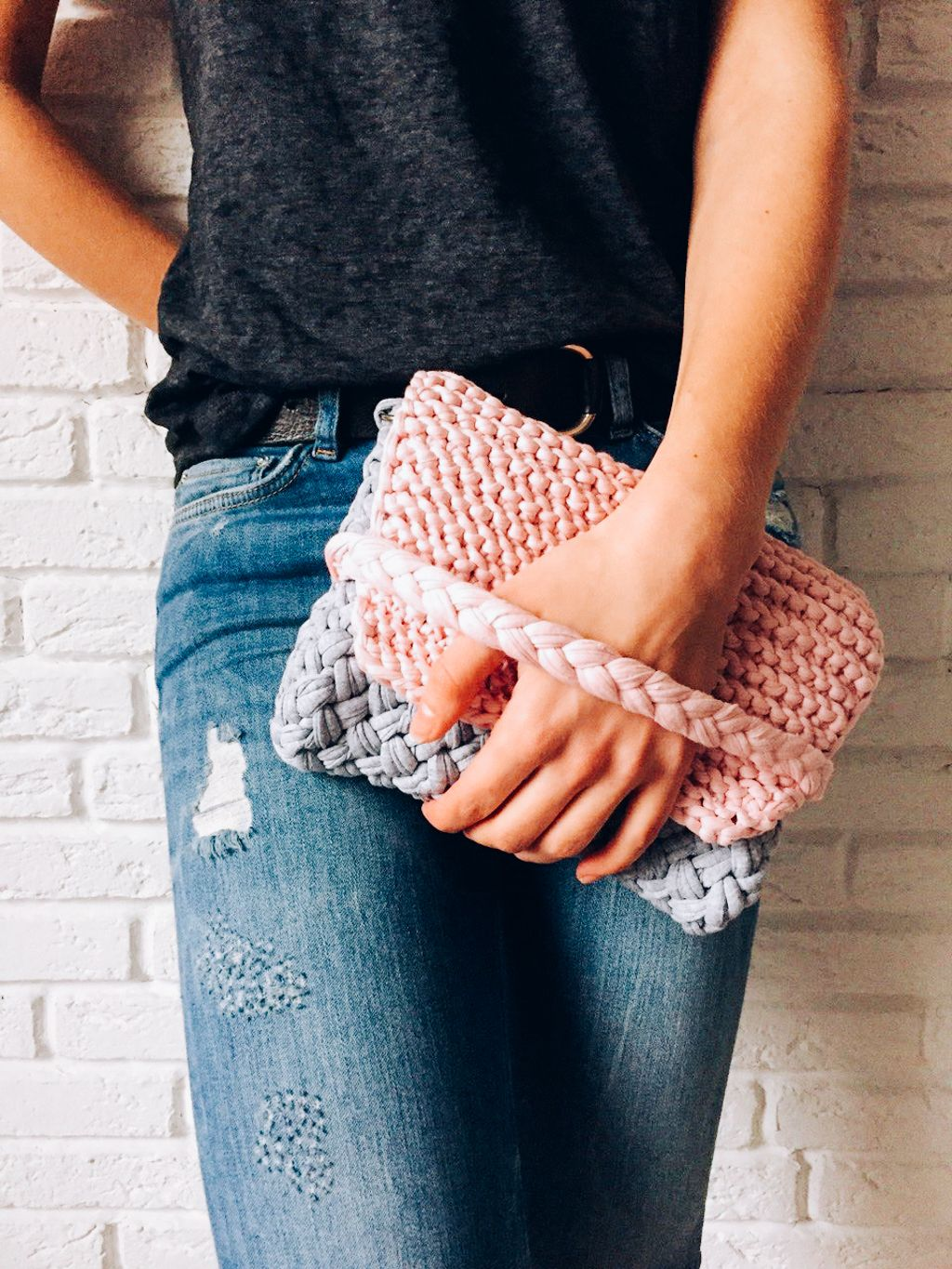 Summer knitted clutch using a t-shirt yarn. Super easy step by step ...