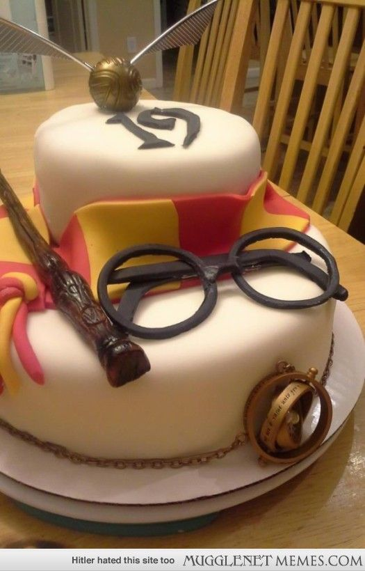 I made my boyfriends sister a surprise Harry Potter cake for her