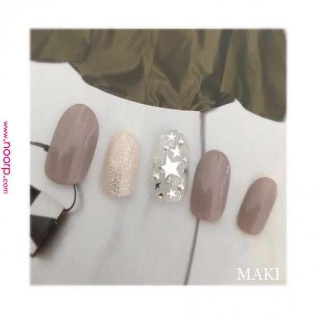 autumn NailCollection 秋はこっくり大人グレージュで メタリックシルバー☆で大人おしゃれな指先に #nail#nails#nailbymaki#makifujiwara#naildesigns#elegant#beauty#autumn#newcol…