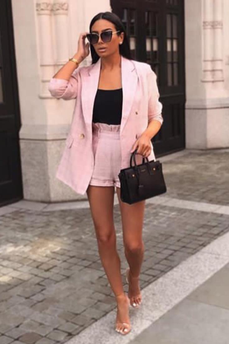 tenue femme chic avec un ensemble tailleur short rose. Black Bedroom Furniture Sets. Home Design Ideas