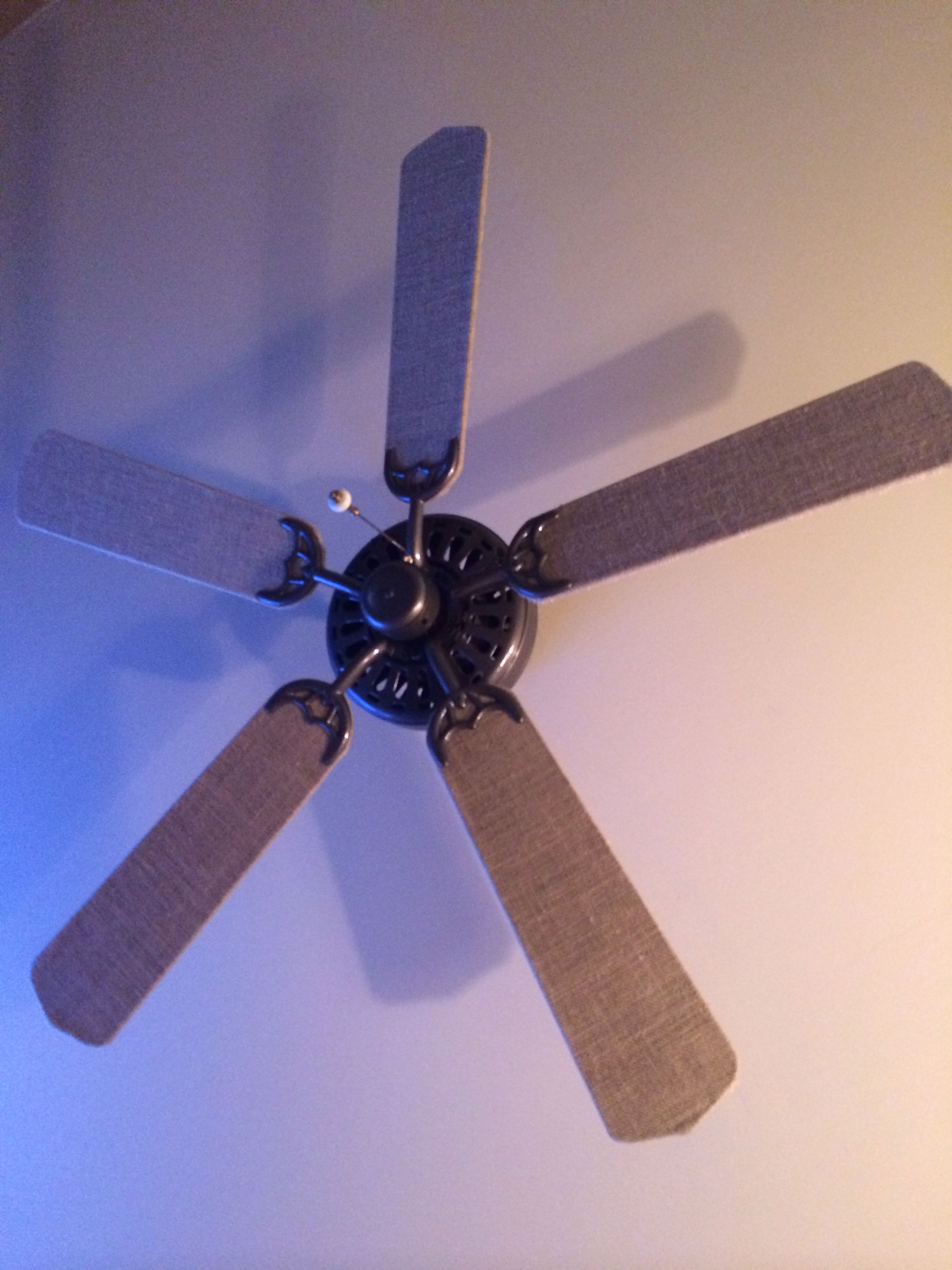 Re do ceiling fan blades with burlap Use burlap and mod podge to