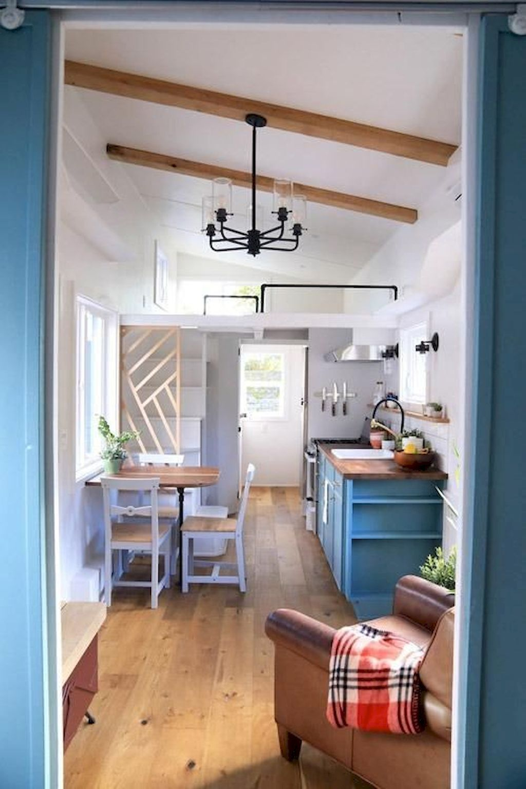 70 Tiny House Kitchen Storage Organization and Tips Ideas - Insidexterior #tinyhousestorage