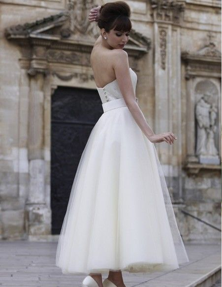 Love the back of this dress. Very sophisticated.
