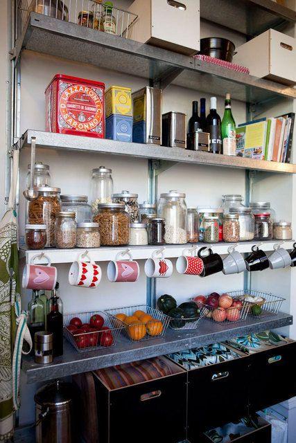 vorratshaltung + tassenaufbewahrung | küchen inspiration