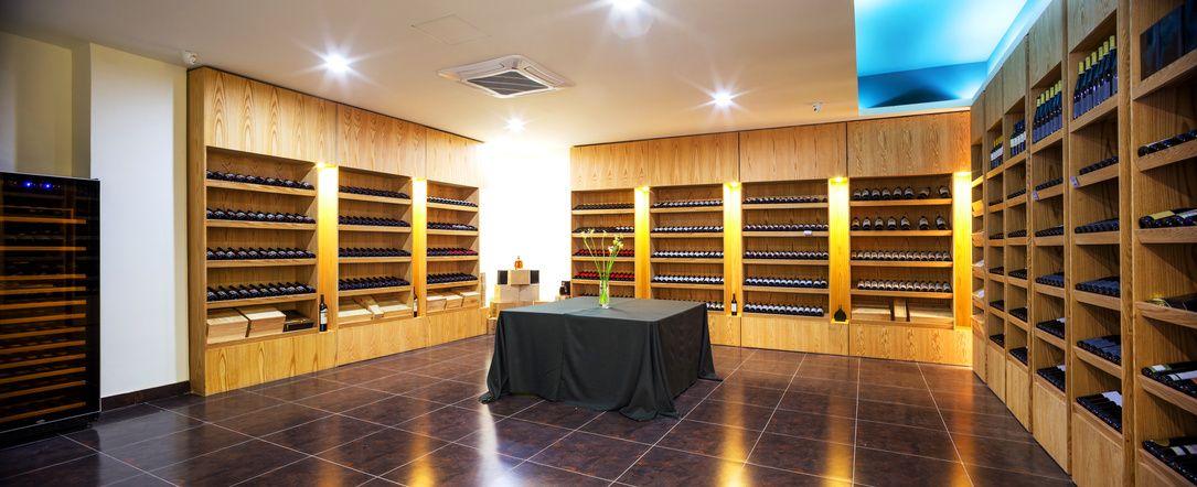 guide transformer une pi ce vivre en cave vin dans. Black Bedroom Furniture Sets. Home Design Ideas