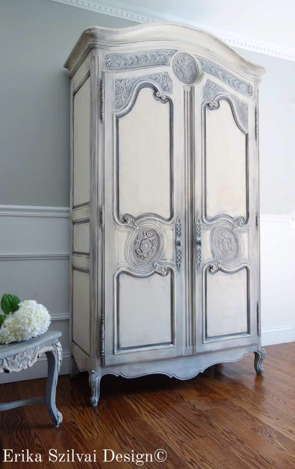 vintage henredon french country louis xv style shabby chic weathered antique white and grey. Black Bedroom Furniture Sets. Home Design Ideas