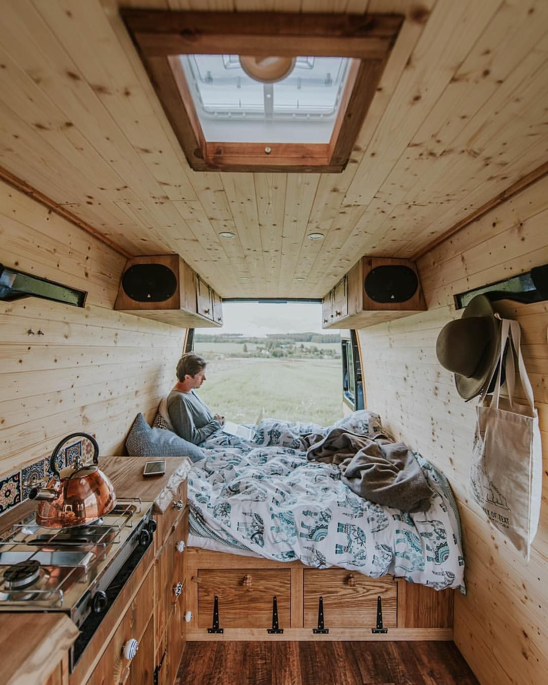 "6,597 likerklikk, 51 kommentarer – vanlife by #vanlifers (@vanlifers) på Instagram: """"Van Diesel is starting to feel more and more like home."" Vanlifer: @kimmexplores #vanlifers"""