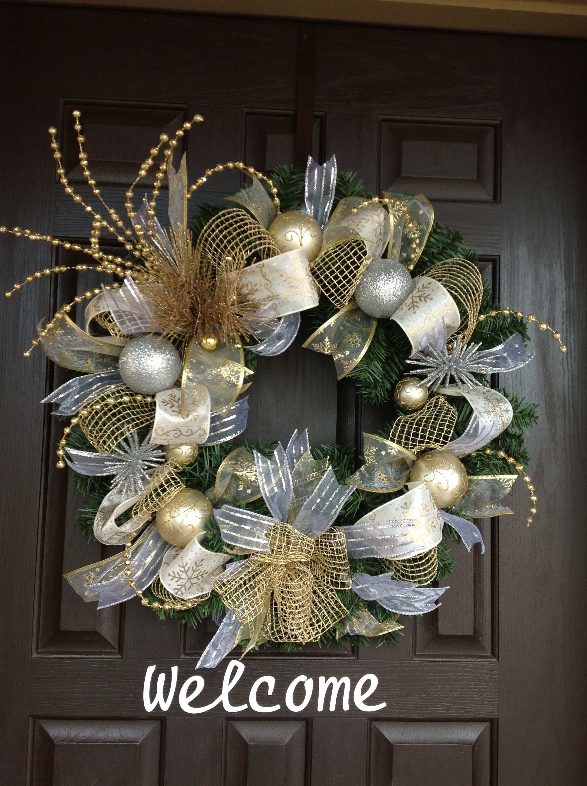 Gold And Silver Wreath Gold Christmas Decorations Christmas Wreaths Christmas Decorations
