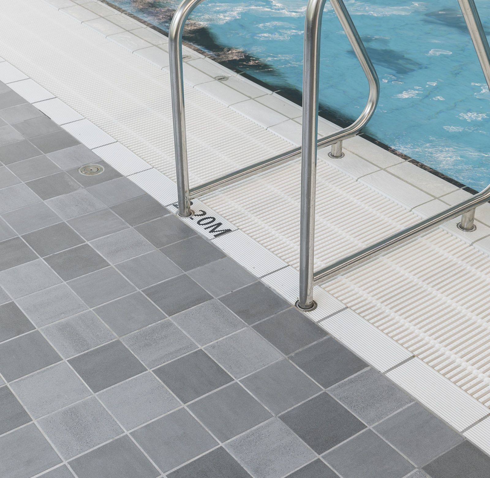 Mosa Com Rf0781 Sportcomplex Amarena Nl Mosa Mosatiles Tiles Ceramics Interior Inspiration Design Swimmingpool Shower Dutch Design Flooring Tiles
