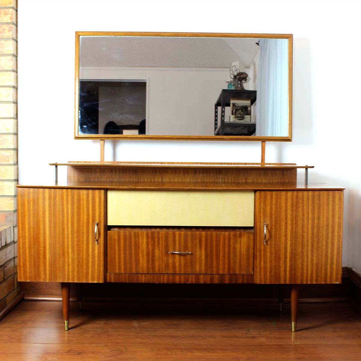 Great Priced Furniture: Retro Betties Have This Mid-century Modern Vintage Piece