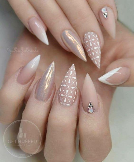 Stiletto design acrylic nails But not stiletto | Diseños de uñas ...