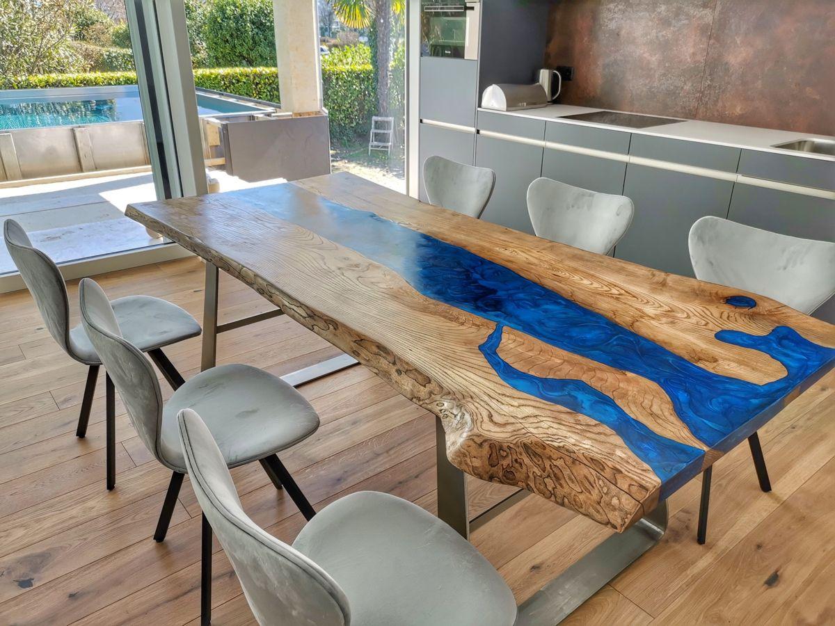 Epoxid River Couchtisch Mit Led Beleuchtung Und Chrom Tischgestell In 2020 Tisch Tischgestell Couchtisch