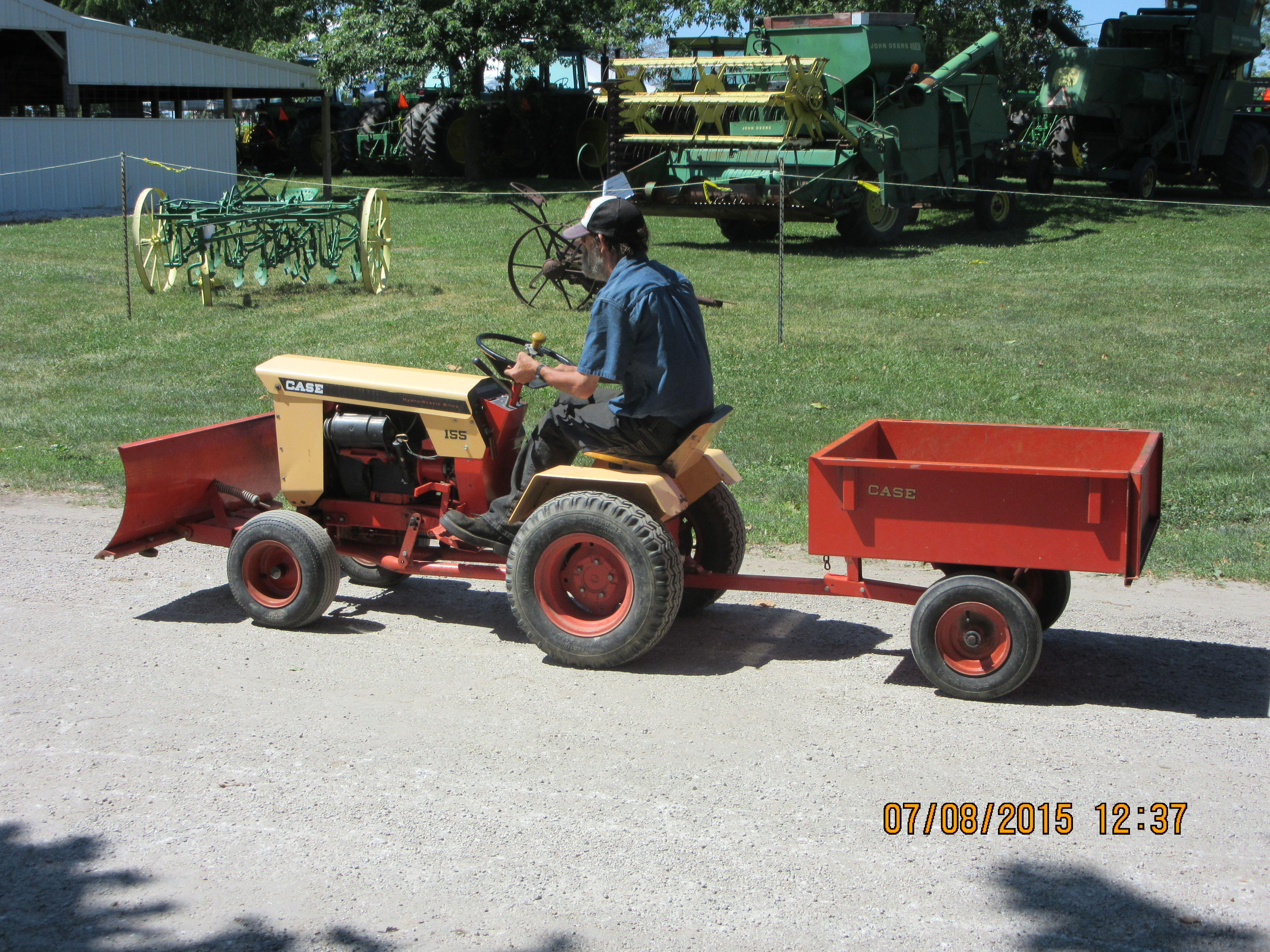 case 155 lawn garden tractor towing orange wagon j i case rh pinterest com Case 224 Garden Tractor Case 446 Garden Tractor