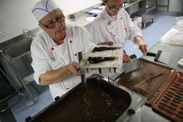 Une Chocolaterie Atelier D Usagers Handicapes