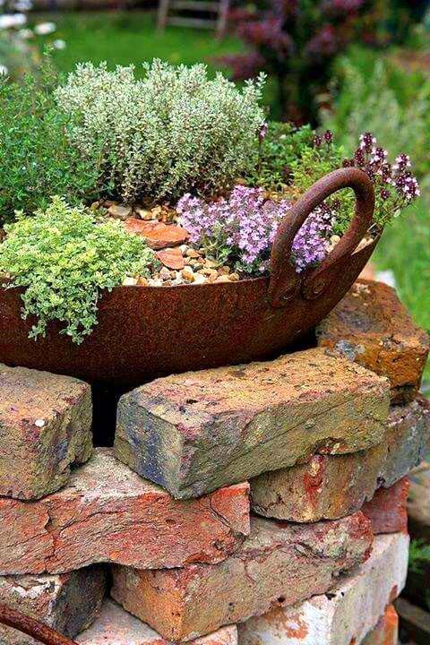 14 design ideas for brick flower beds that you can reproduce immediately - garden decor brick flower bed # flower bed # brick # garden #gardenideas ...