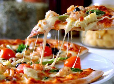 Healthy arugula and artichoke pizza