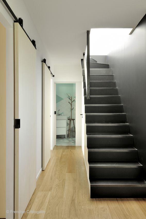 escalier m tal noir main courante contemporaine porte. Black Bedroom Furniture Sets. Home Design Ideas