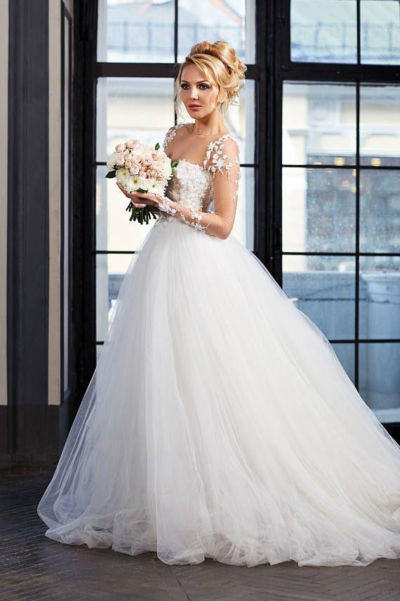 Romantische Hochzeitskleid. Das Korsett mit eingebauten Tassen ist ...