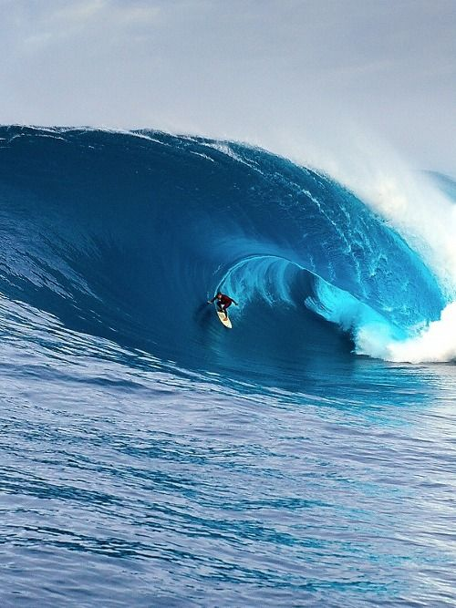 Chris Ross. Surfing the right. Photo: Russel Ord
