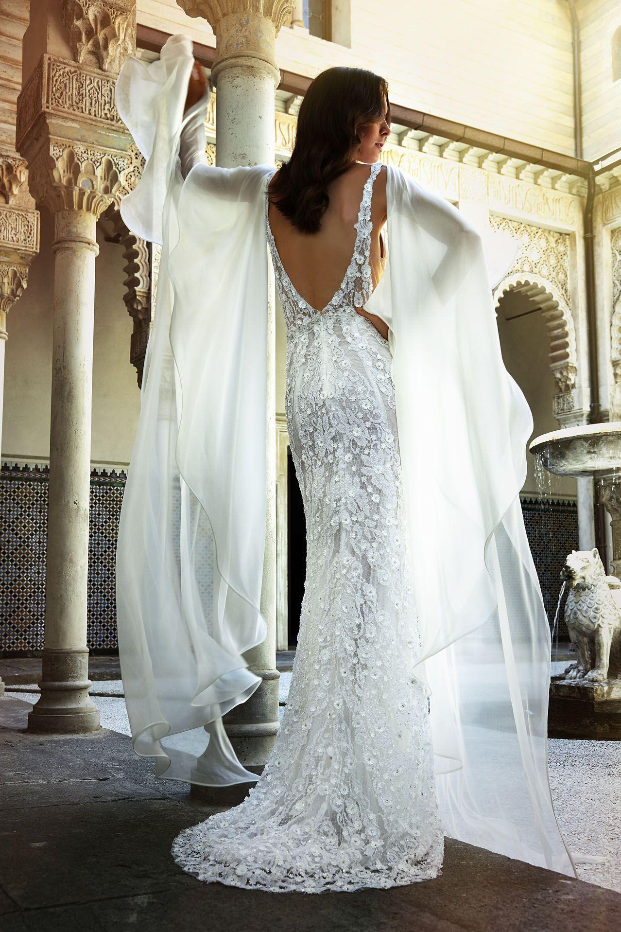 MODELLO LV 0218 Splendido abito da sposa interamente in pizzo francese  ricamato a mano con piccoli 4eb1723adcd
