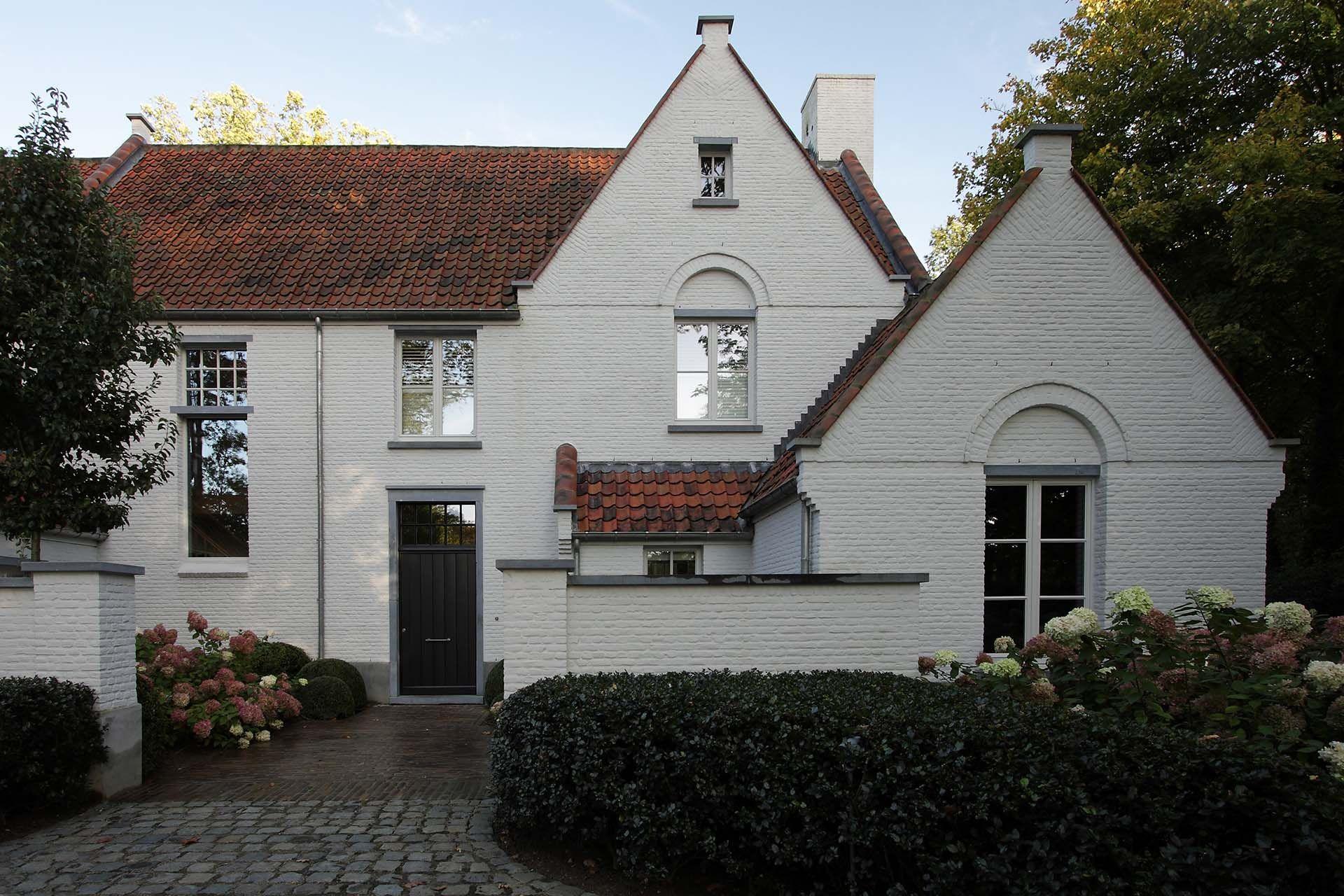 Kleur gevel rode pannen zwarte deur en witte ramen voorbeeld huizen pinterest gevel - Gevels van hedendaagse huizen ...
