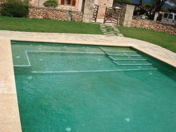 Construcci n de una piscina rectangular en una finca for Construccion de piscinas en altura