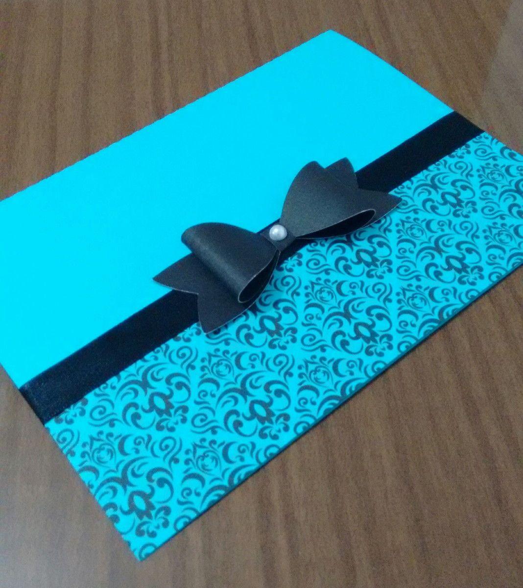 Convite 15 anos com arabescos nas cores Azul tiffany e preto.  Feito em papel 180g.    LAYOUT, FONTES E CORES: Poderão ser alterados sem acréscimo no valor do convite.    Adicionais  ---------------------------------  Convite individual: R$0,20 (unidade)  Tag com o nome dos convidados: R$0,20 (un...
