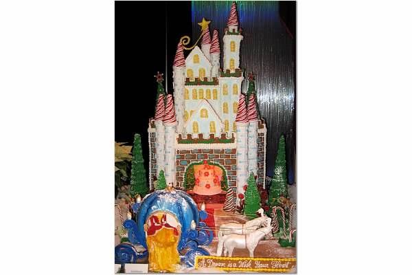 The Kremlin Gingerbread Houses Gingerbread Houses With Images Gingerbread House Gingerbread House