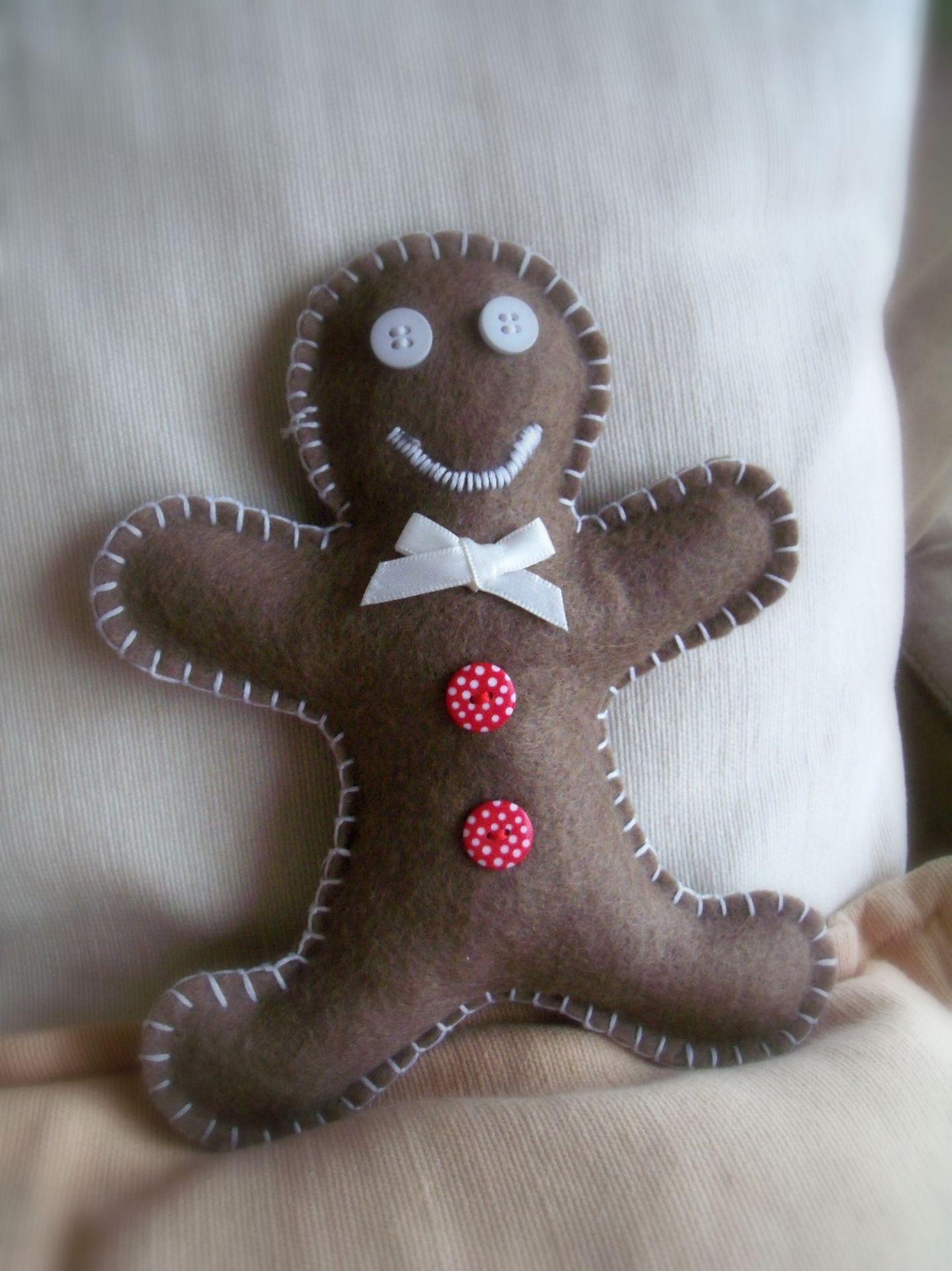 Hand Sewing Gingerbread Man en feutrine