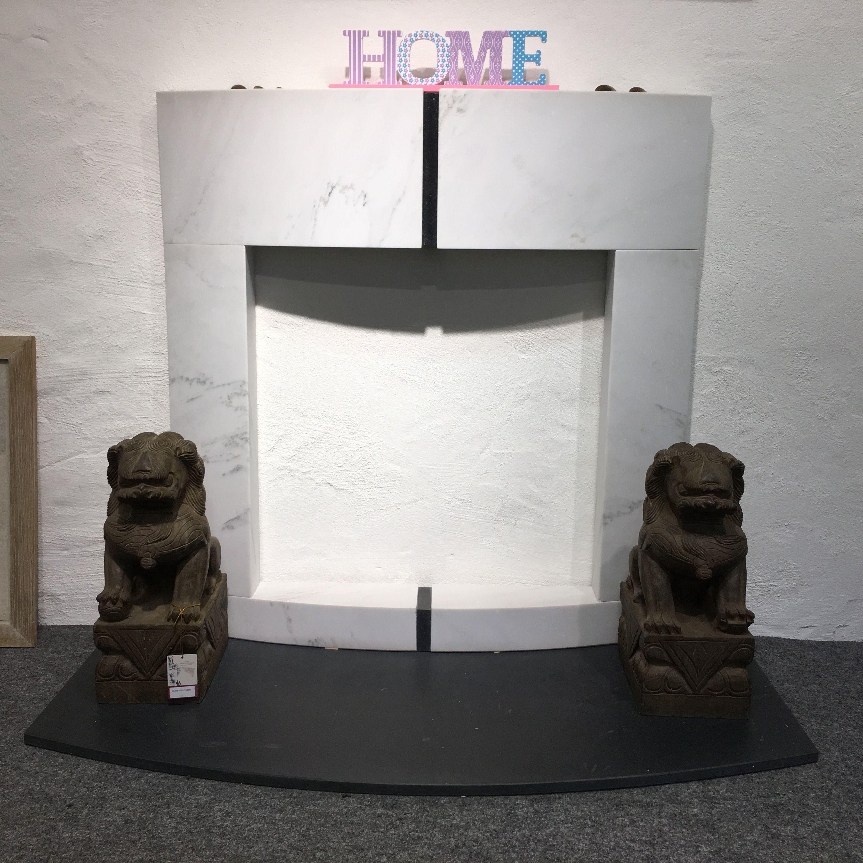 Marmorkamin Mit Chinesischen Wachterhunden Aus Naturstein In Der Ausstellung Lubeck Natursteine Steine Sandstein