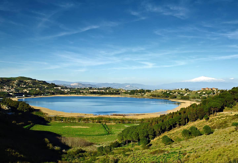 Lake Pergusa (With images) | Natural landmarks, Sicily ...