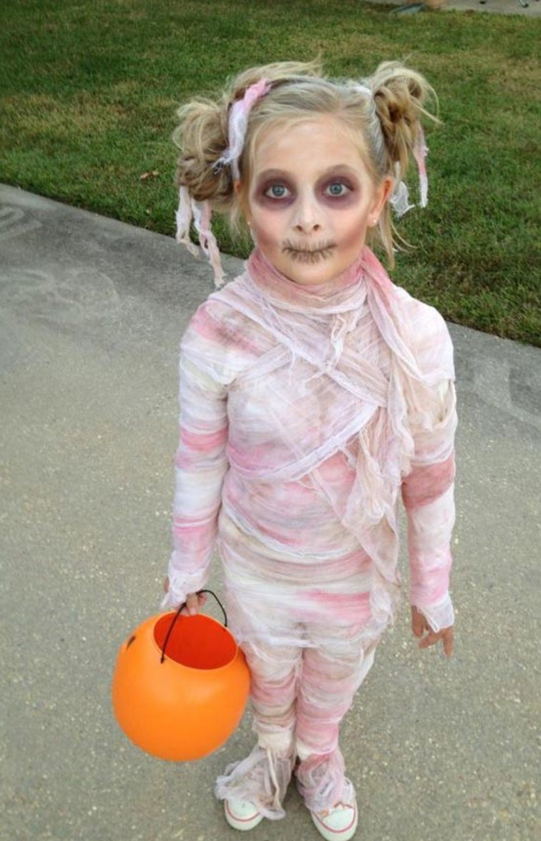 Pin by Lutz Gruno on Zombie Diy halloween costumes for