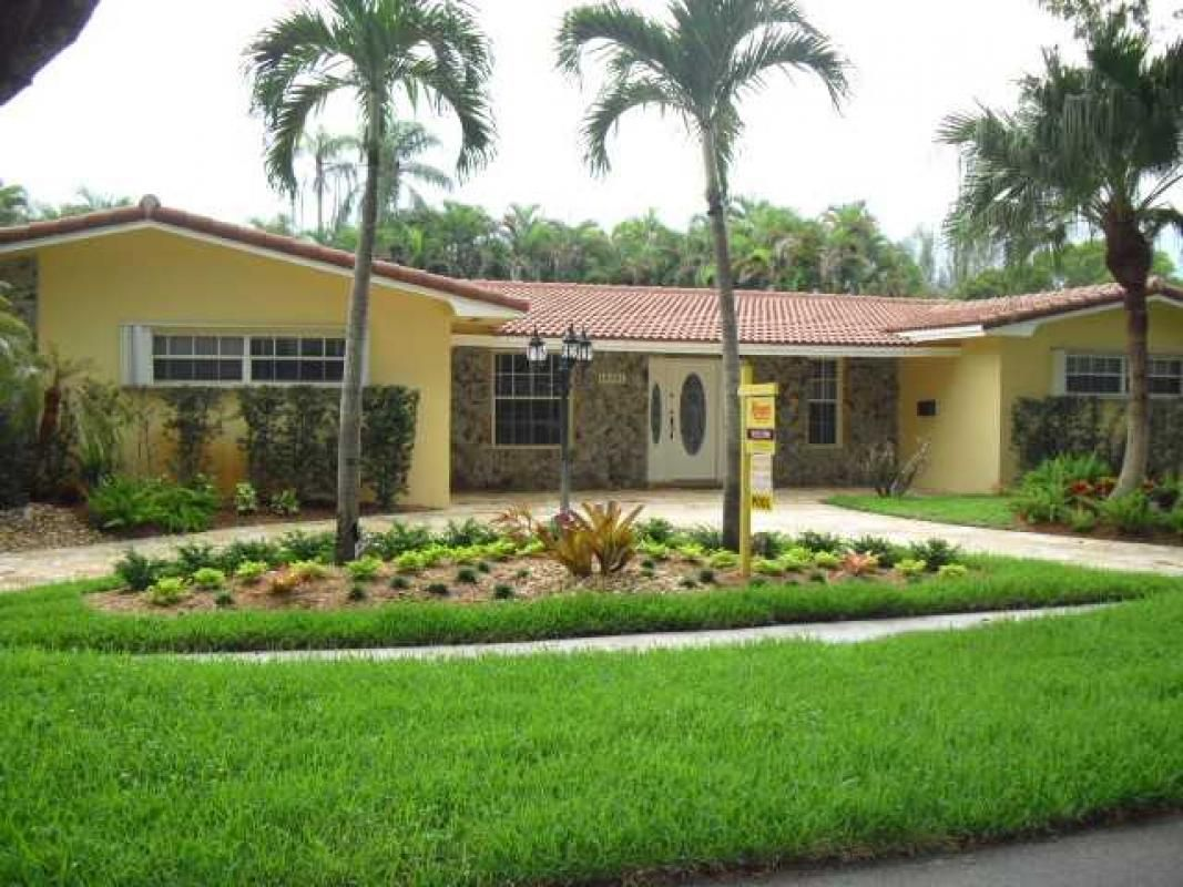 View a virtual tour of 8985 NW 188 Terrace Miami Lakes, FL 33018 ...