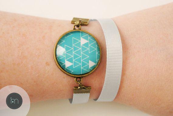 Bracelet bleu claire et turquoise avec son cabochon en par Mujali