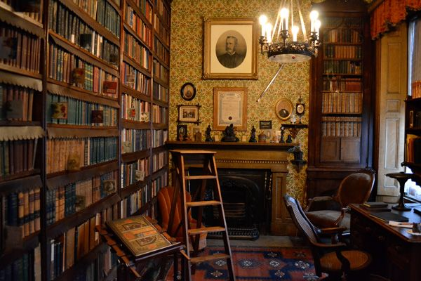 old libraries are too cute. in 2019 | Victorian library, Old ...