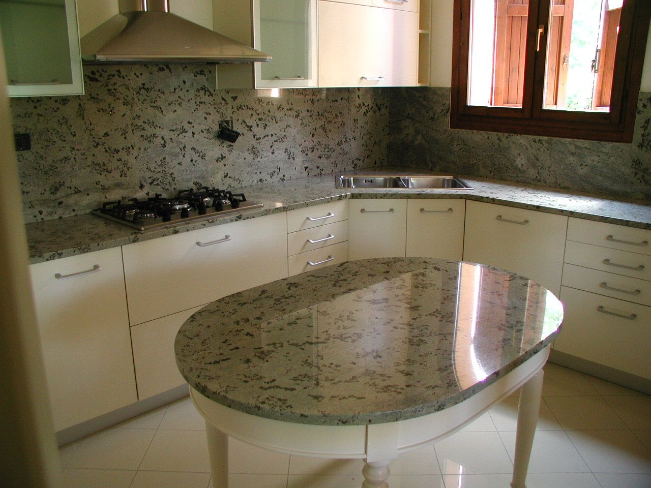 Cucina Con Piano In Granito.Piani Cucina In Granito Kashmir White Piani Cucina In