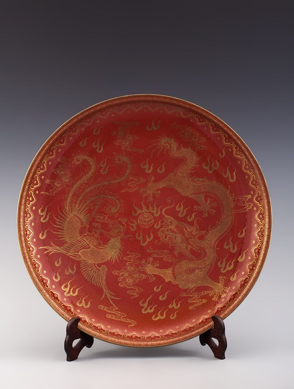 091 A Red Glazed With Gold Dragon And Phoenix Dish Qing Dynasty Qian Long 1736 1795 49 8 Cm 19 1 2 In Chinese Pottery Ancient China Chinese Ceramics
