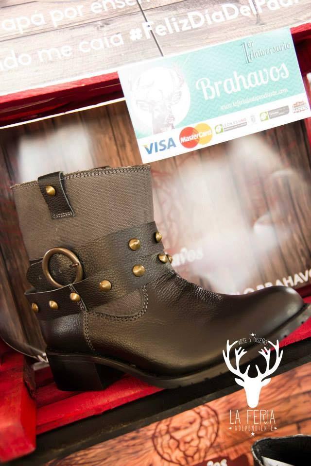 Boots Camp Lona  Diseñadas en piel grabada con tubo de lona, forro de cerdo, plantilla de forro de cerdo y suela antiderrapante.  De venta www.kichink.com/stores/brahavoscalzado