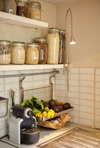 Un pratico faretto crea atmosfera in cucina - IKEA | Cucine nel 2018 ...