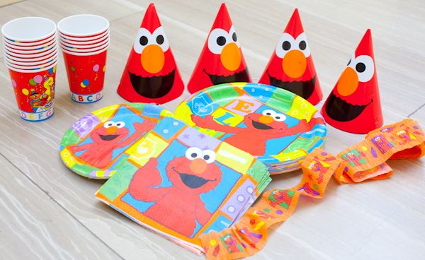 Tons of Elmo ideas and free printables & Elmo theme paper cups plates napkins and streamers for a sesame ...