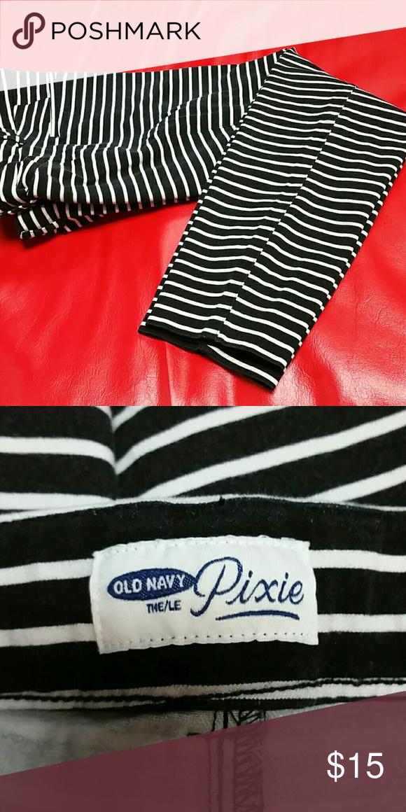 Old Navy pixie slacks Black &white lightly faded pixie slacks mid calf length Old Navy Pants Ankle & Cropped