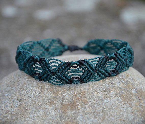 Bracelet en macramé vert fait main