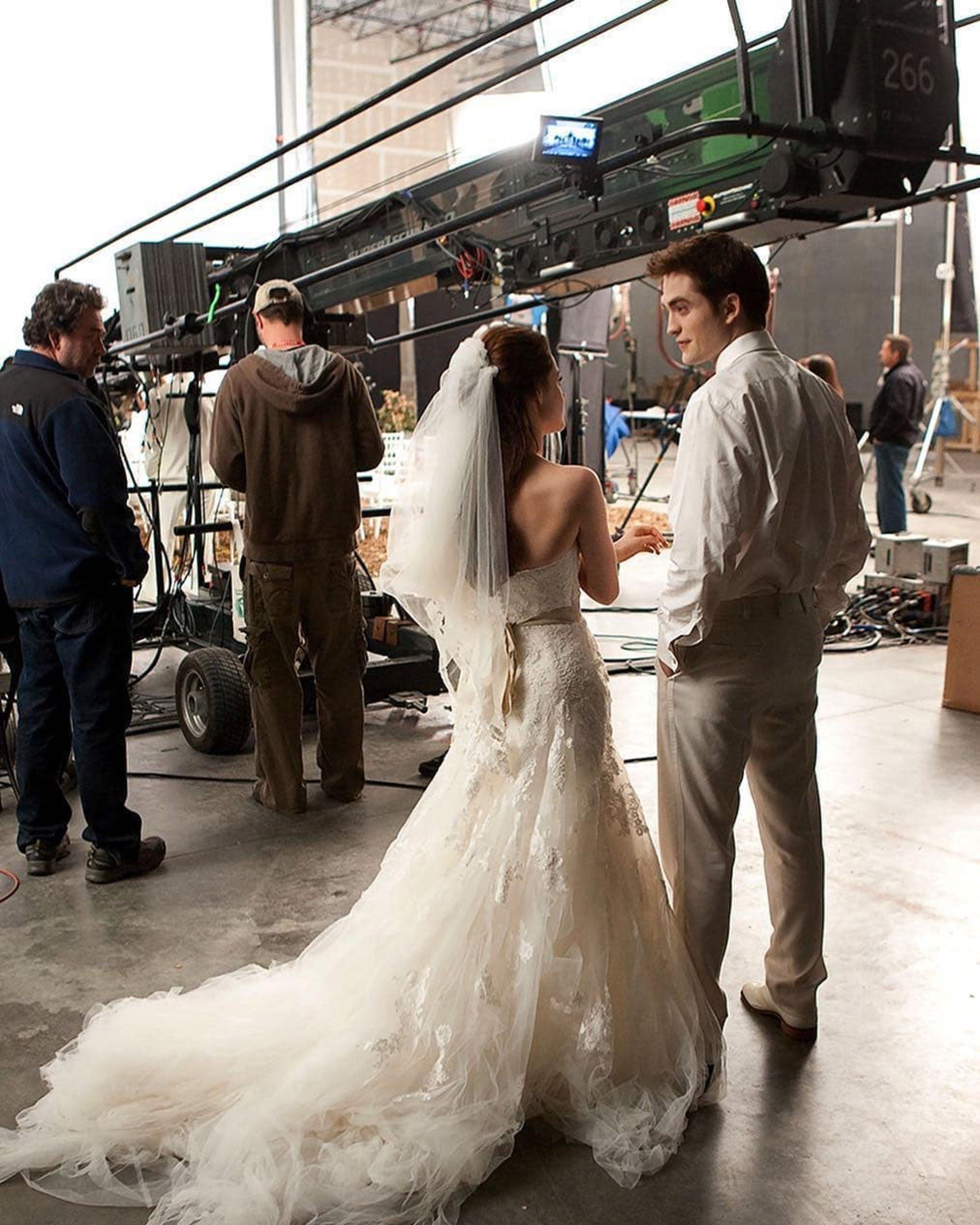 Bella's wedding dress in breaking dawn  Pin by Annabelle Whitehouse on TWILIGHT  Pinterest  Twilight saga