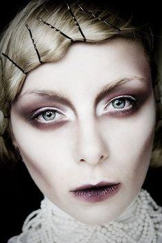 Dark Lip Sickly Make Up Augen Geist Schminken Schminkzeug