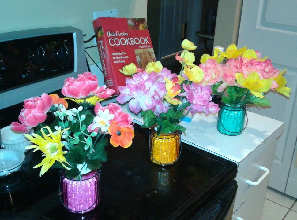 Dollar Tree DIY Centerpieces: small colored jar, white rocks, silk summer flowers. Fit to size = Awesomeness!