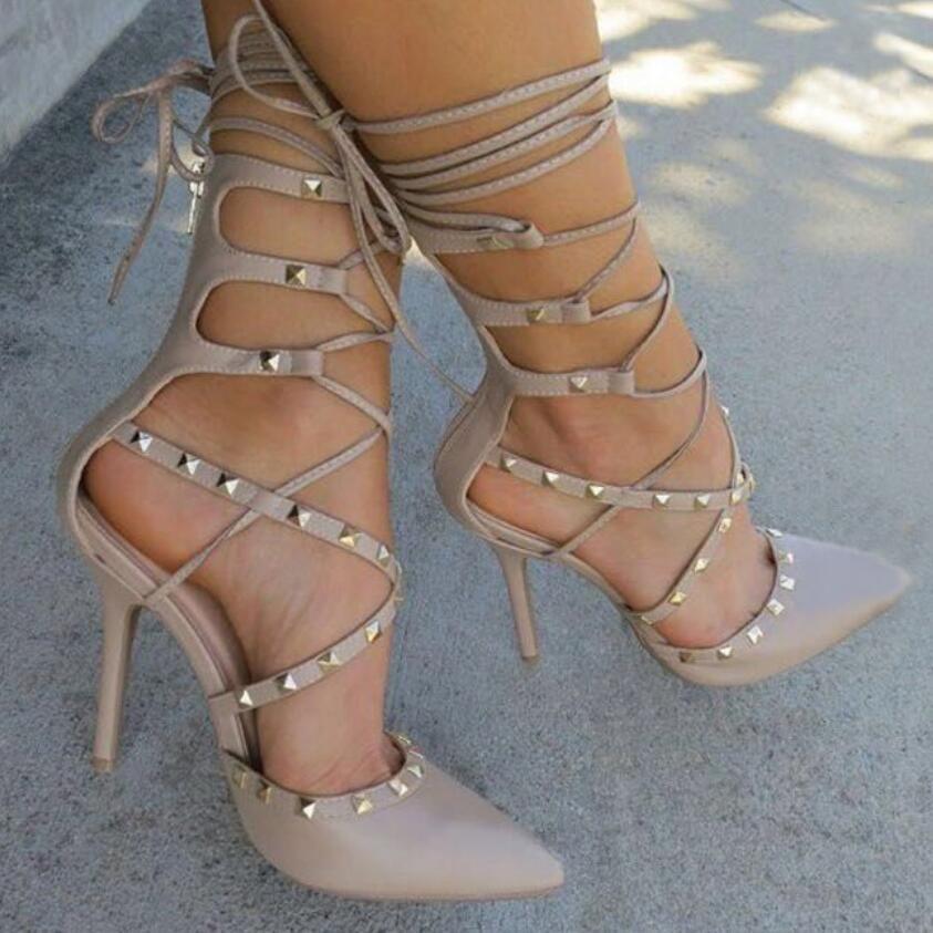 Sandalias romanas Botines Bombas de Las Mujeres Nuevo Estilo Europeo Sexy Ladies Hollow Cruz de Encaje Hasta Los Remaches Altos Talones del Estilete Zapatos de Mujer